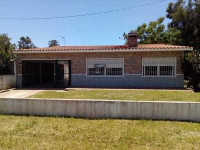Casa - Lomas De Solymar - 5 Dormitorios - 3 Baños.