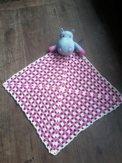 Mantita De Apego En Crochet. Con Hipopótamo