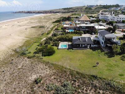 Casa En Venta Frente Al Mar, Sobre La Playa En Las Grutas , Punta Ballena