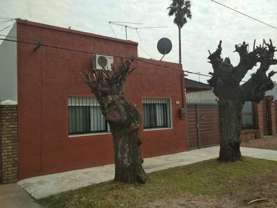 Casa En Las Piedras, 2 Dormitorios, Entrada Para 2 Autos