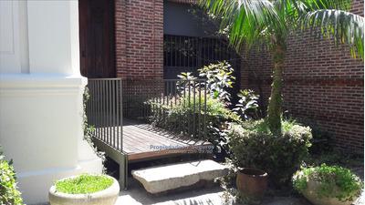 Se Vende Casa De 4 Dormitorios Y Barbacoa En Pocitos.