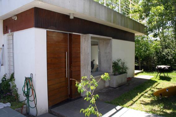 Sólida Casa En Hermoso Entorno