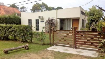 Hermosa Casa Con Piscina Y Gran Jardín En La Paloma