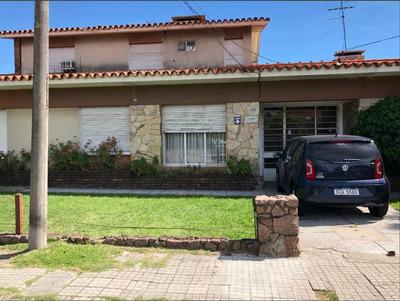 Casa Con Apartamento En Segunda Planta