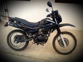 Vendo Moto Yumbo Shark 125cc + 2 Cascos