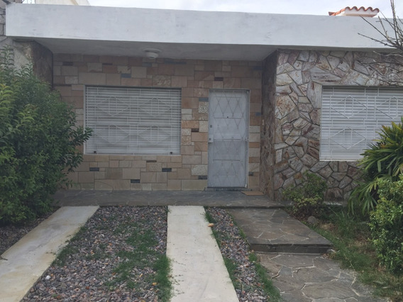 Piloni Inmobiliaria Alquila Casa C/cochera/fondo Pb 3/4 Dorm