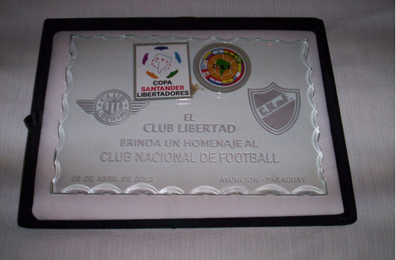 Plaqueta Homenaje Al Club Nacional De Futbol...