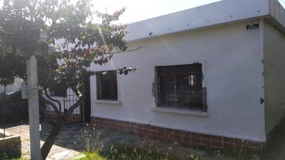 Buena Casa Al Frente, De 3 Dormitorios!!