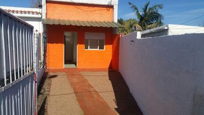 Hermosa Casa De Dos Dormitorios Y Lugar Para Auto