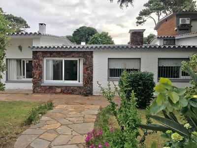 Casa En Punta Del Este. Parada 12 Playa Mansa