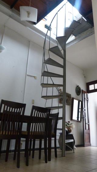 Casa Al Frente - 2 Cuartos - U$s 140.000,0.-