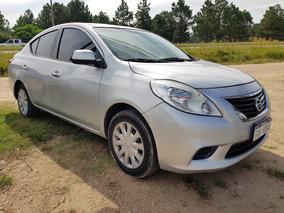 Nissan Versa 1.6 At - Financio / Permuto