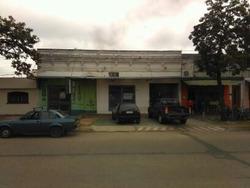 Casa Con 5 Ambientes Y Salon Comercial