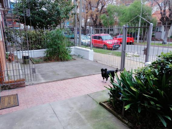 Vale La Pena Verla. Casa En Propiedad Horizontal De Bajos