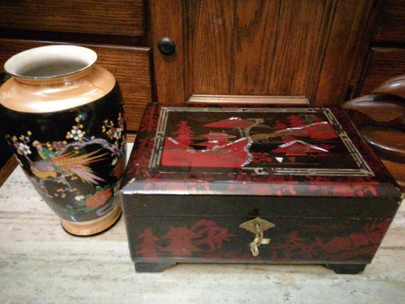 Antiguo Cofre Musical Laqueado Y Jarron Japonés