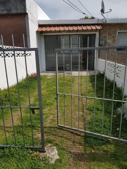 Alquiler Casa Al Frente Con Cochera Y Fondo Verde