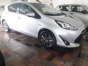 Toyota Prius C Hibrido Cámara De Reversa Y Láminas Sin Costo