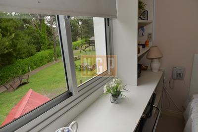 Mono Ambiente Con Kitchinete Y Baño Con Todos Los Servicios Con Aire Acondicionado Y Tv - Ref: 25401
