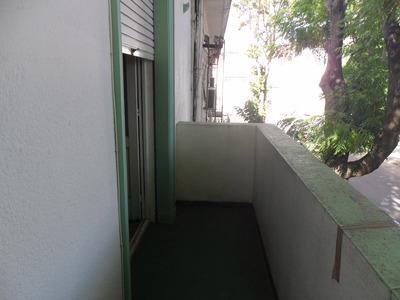 Casa En 1er Piso Escalera ,balcon Al Frente 2 Dormitorios