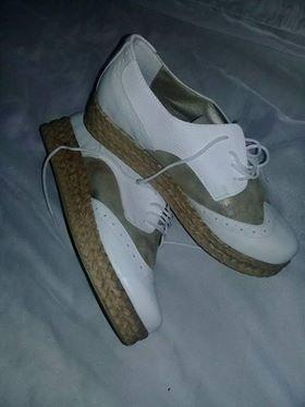 Zapatos De Dama Blanco Y Dorados Muy Cómodos Nuevos