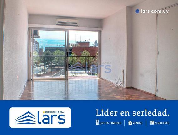 Apartamento Para Alquiler / Tres Cruces - Inmobiliaria Lars