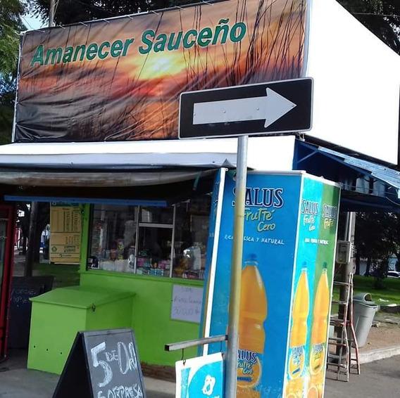 Kiosko En La Plaza De Sauce, Frente A La Junta