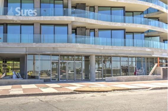 Ideal Para Local / Oficina En Inmejorable Punto Del Puerto Del Buceo