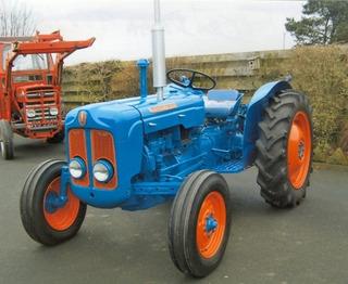 Fordson Dexta Tractor Tuerca De La Rueda Trasera