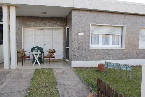 Casa De 500 M2 En Muy Buen Estado, A 1 Cdra De La Playa!