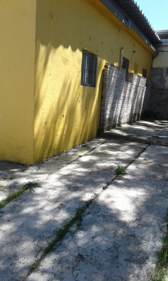 Casa Con Cochera Para 2 Autos Amplio Fondo 2 Dormitorios