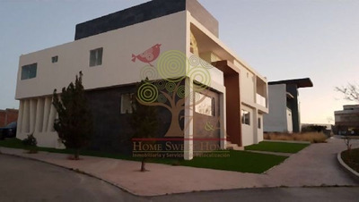 Compra Hermosa Casa En Club De Golf La Loma