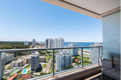 Wind Tower. Apartamento Esquinero De Categoria En Punta Del Este