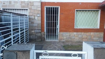 Casa De 1 Dormitorio, Amplio Patio Y Jardin Con Cochera