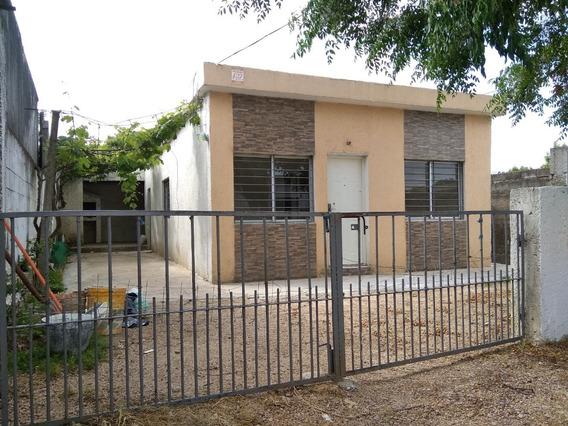 Casa De Tres Dormitorios A 150mt Del Shopping!!