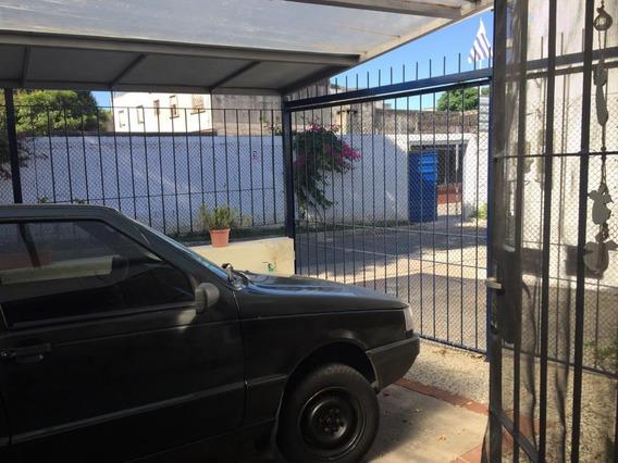 Casa Al Frente, 1 Dorm,patio Y Cochera Techada
