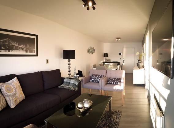 Apartamento En Piriápolis - 2 Dorm. - Frente Al Mar (75m2)