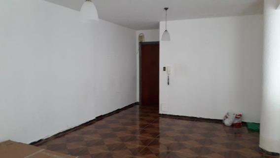 Apto En Centro (zelmar Michelini Y San José). 2 Dormitorios.
