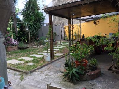 Venta De Casa Pocitos, 3 Dorm 3 Baños Fondo Barbacoa Cochera