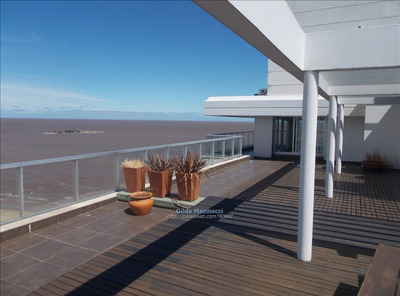 Gran Penthouse Frente Al Mar En Malvín