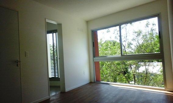 Apartamento De 2 Dormitorios, Baño Completo, Balcón, Luminoso