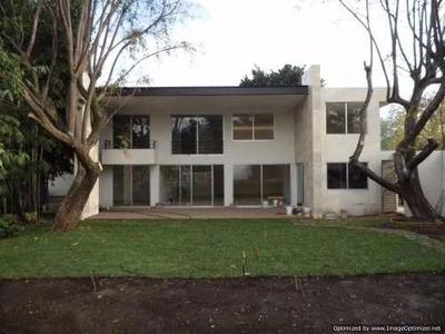 Se Vende Amplia Y Moderna Casa Sobre Hermosa Calle Al Norte De La Cuiu