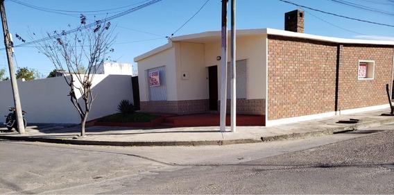 Casa 3 Dormitorios, Patio Y Cochera Para 2 O 3 Autos