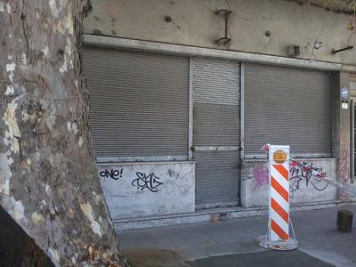 Local Comercial Ubicado En Blandengues Y José L. Terra