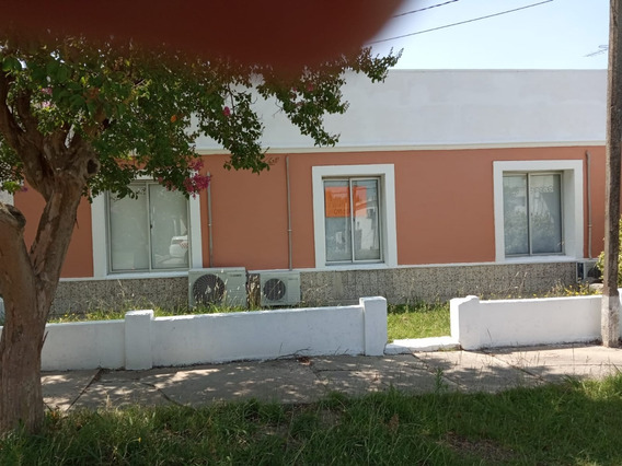 Casa De 3 Dormitorios Ubicada En Excelente Zona.
