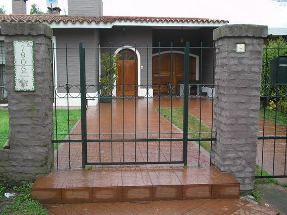 Casa De Dos Dormitorios En Parque Miramar.-
