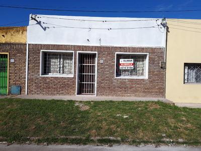 Casa Al Frente Con 1 Dormitorio Casi G. Flores.