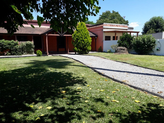 Casa Con Hermoso Jardín En Ciudad De Canelones