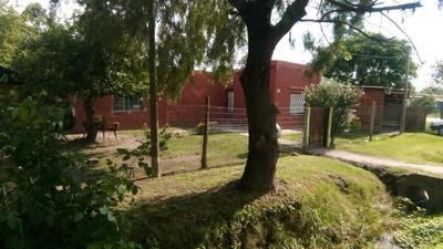 Casa De Dos Dormitorios Y Amplio Parque