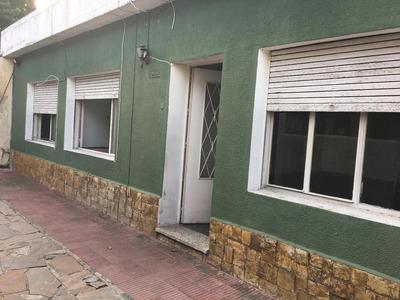 Casa De 3 Dormitorios Con Cocheras