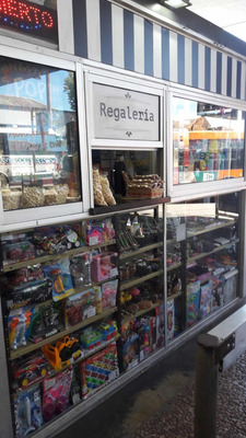 Kiosco Regaleria En Termianl De Río Bran